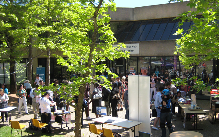 Bruce-Community-Student-Market-Day-busy-outside-CITSA.JPG